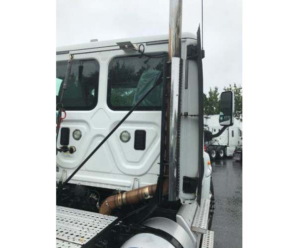 2013 Freightliner Cascadia Day Cab in NC