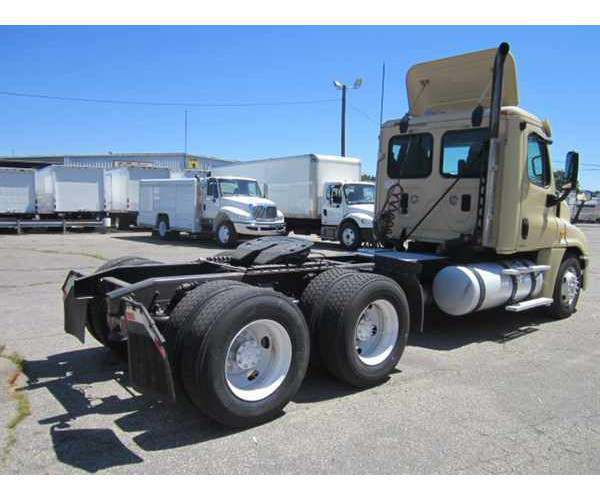 2011 Freightliner Cascadia Day Cab in Seattle