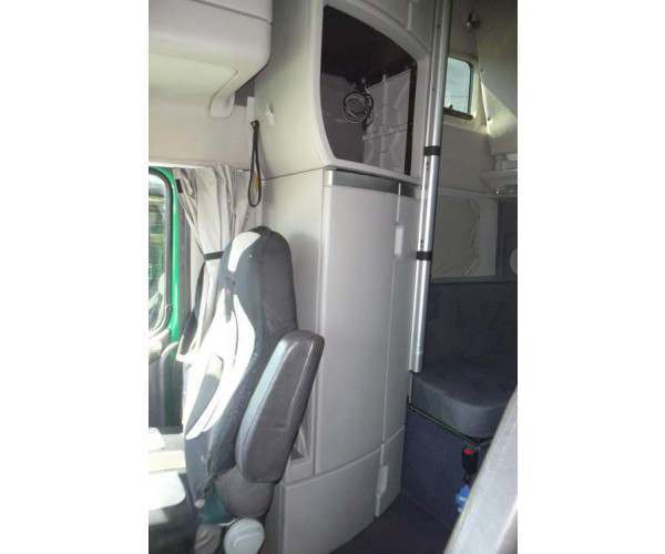 NCL Trucks Sales-  2011 Volvo 780- upper bunk