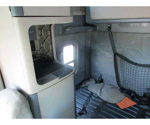 2011 Freightliner Cascadia 1