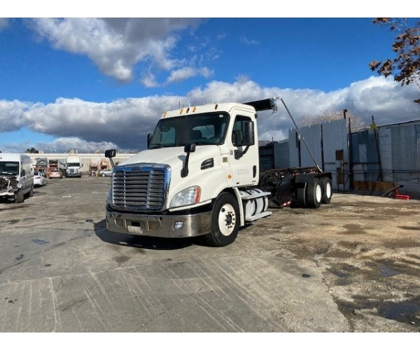 2012 Freightliner Cascadia Roll-Off Truck