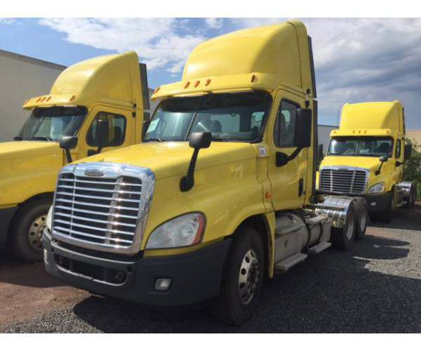 2013 Freightliner Cascadia Day Cab 3