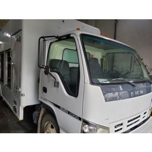 2006 Isuzu NQR Beverage Truck