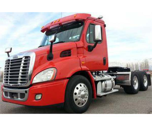 2014 Freightliner Cascadia Day Cab 4