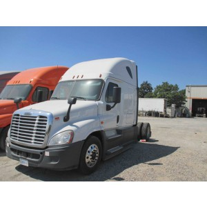 Single axle 2016 Cascadia in LA