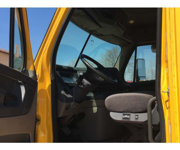 2009 Freightliner Cascadia Day Cab 12