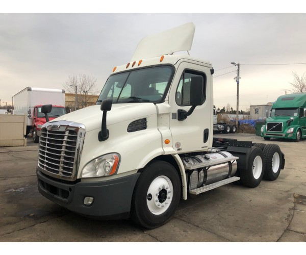 2012 Freightliner Cascadia Day Cab in IL