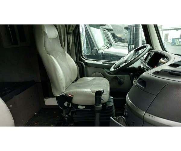 2011 Volvo VNL 670 4