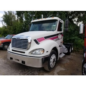 2004 Freightliner Columbia Day Cab in MN
