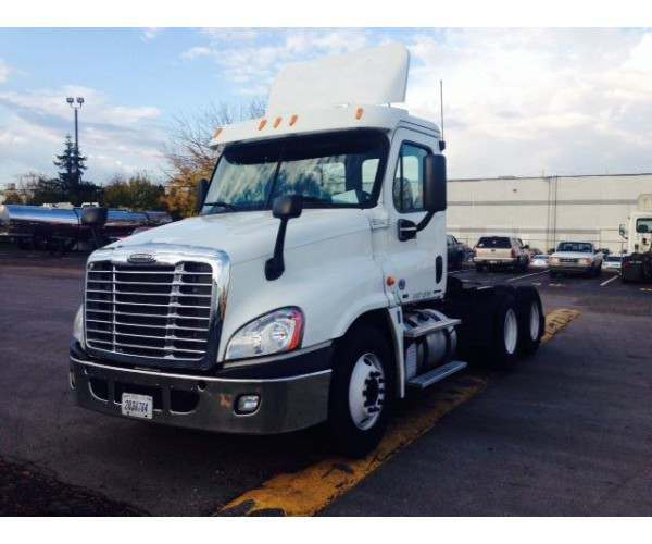 2012 Freightliner Cascadia Day Cab 3
