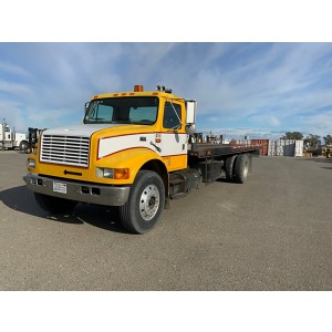 2000 International 4900 Roll-Back Truck