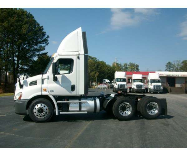 2013 Freightliner Cascadia Day Cab6