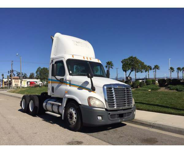 2009 Freightliner Cascadia Day Cab 1