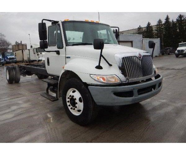 2013 International 4300 Day Cab4