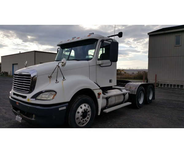2005 Freightliner Columbia Day Cab in NY