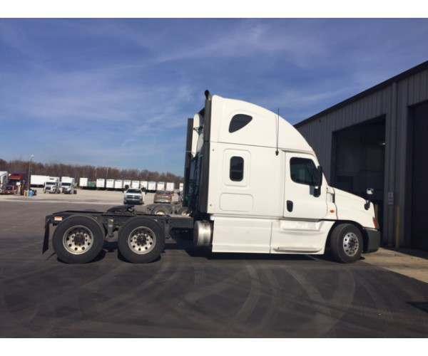 2013 Freightliner Cascadia 1