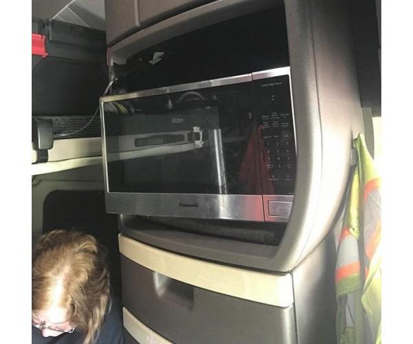 2016 Volvo VNL 780 in TX