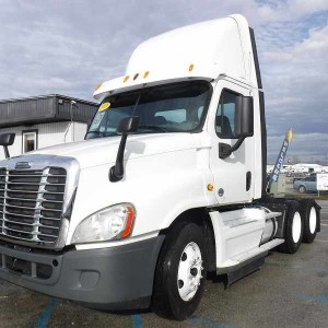 2014 Freightliner Cascadia Day Cab in FL