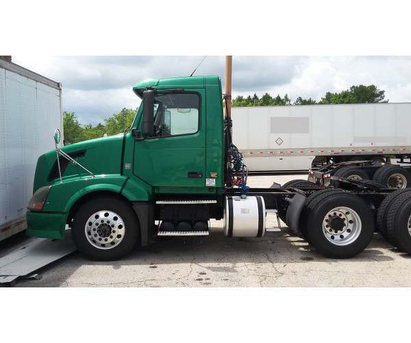 2009 Volvo VNL 300 Day Cab in FL