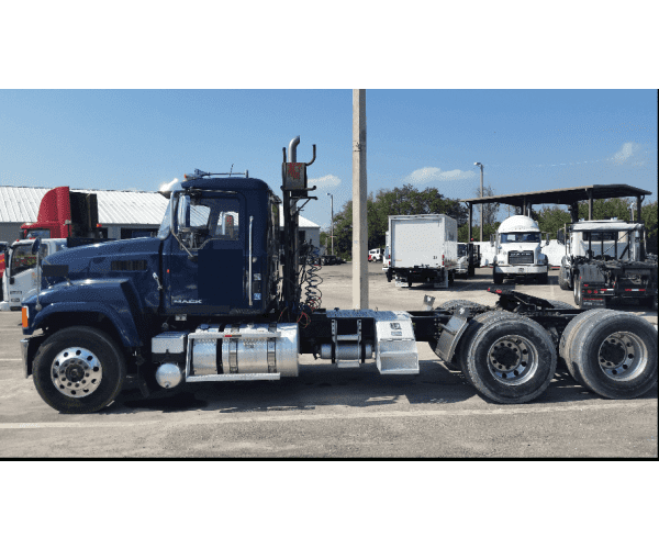 2013 Mack CHU613 Day Cab 3