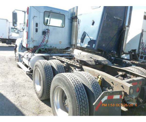 2003 Freightliner Columbia Day Cab 5