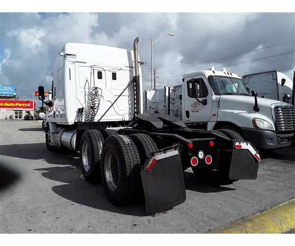 2015 Freightliner Cascadia in FL