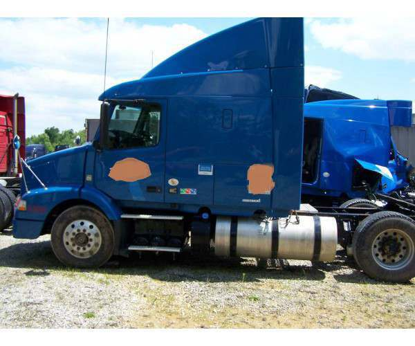 2012 Volvo VNL 630 after accident