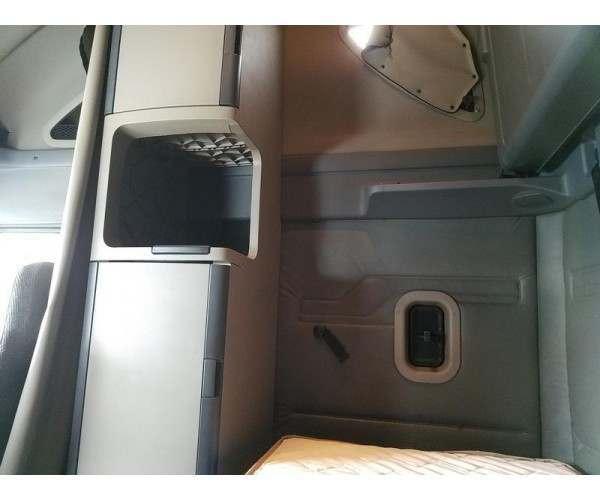 2012 Freightliner Cascadia8
