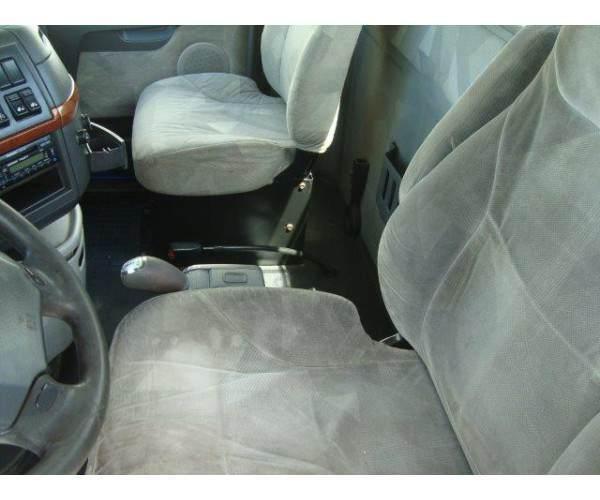 2010 Volvo VNL64T300 Day Cab 13