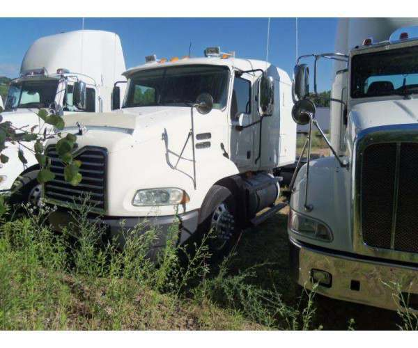 2007 Mack CXN613 sleeper 3