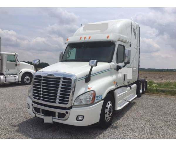 2011 Freightliner Cascadia with DD15 in Indiana