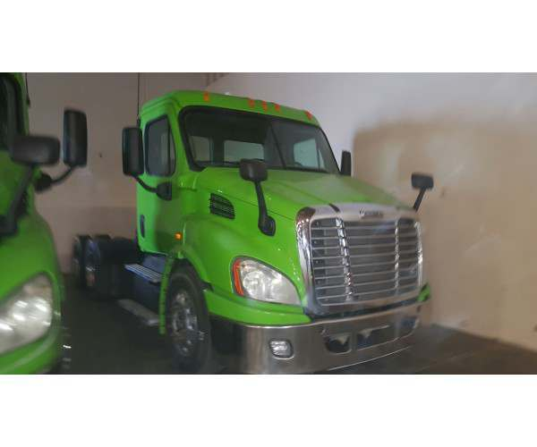 2013 Freightliner Cascadia Day Cab 7