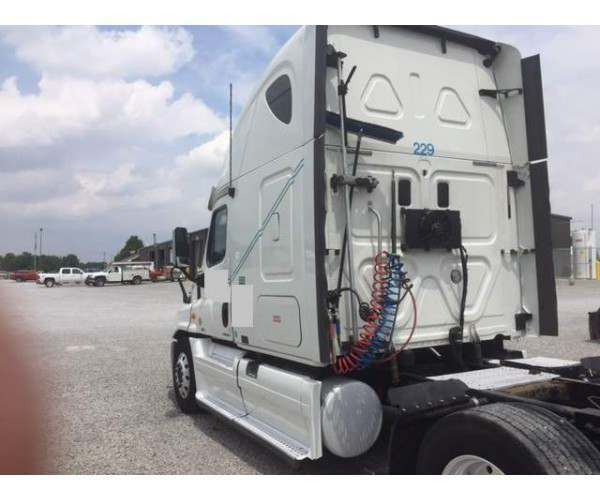 2011 Freightliner Cascadia with DD15 in Indiana 2