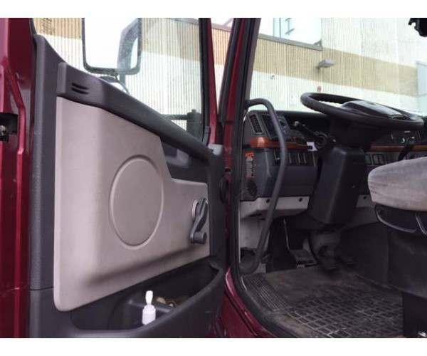 2007 Volvo VNL42T300 Day Cab 7