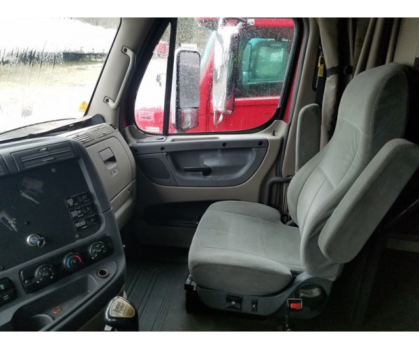 2010 Freightliner Cascadia in OR
