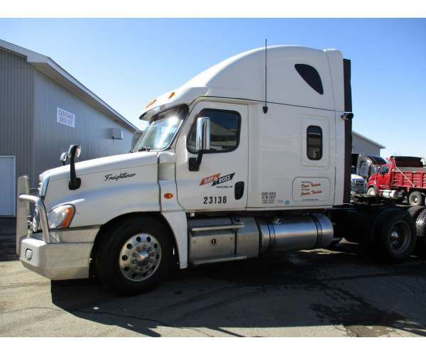 2013 Freightliner Cascadia with DD15 in Canada, wholesale price truck