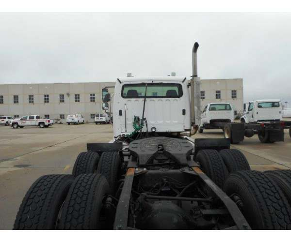2005 Freightliner M2 Day Cab 7