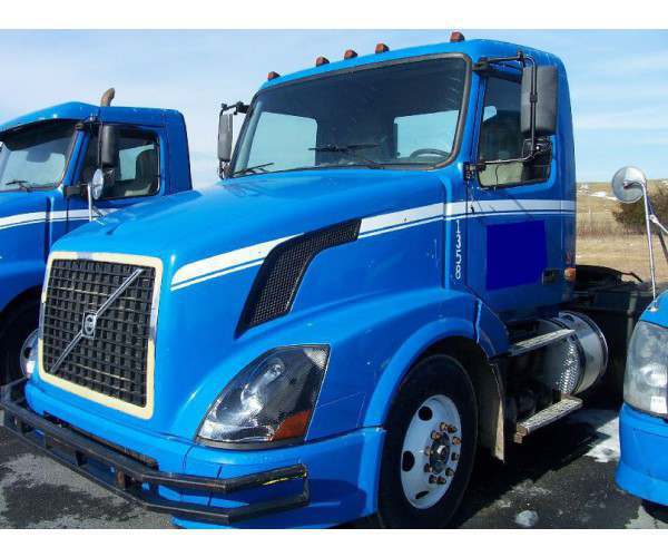 2005 2006 2007 Volvo VNL64T with D12 Day cabs, wholesale, ncl truck sales