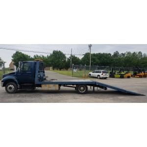 2006 International 4200 Winch Truck