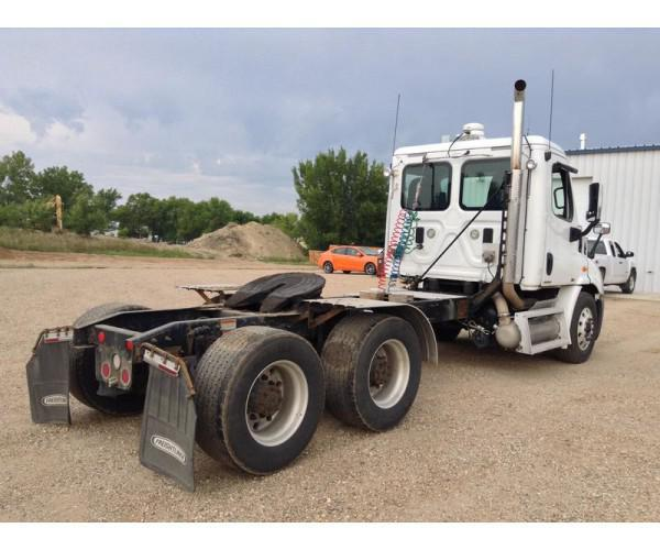 2010 Freightliner Cascadia Day Cab 5
