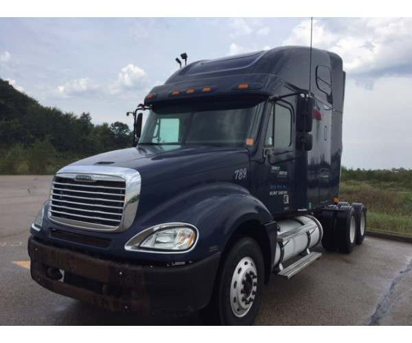 2005 Freightliner Columbia in WI