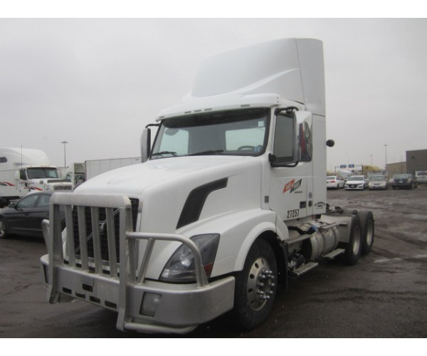 2013 Volvo VNL 300 Day Cab in Canada