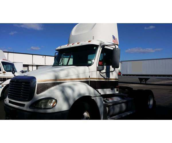 2002 Freightliner Columbia Day Cab