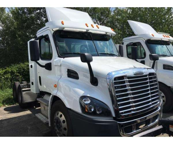 2015 Freightliner Cascadia Day Cab in PA