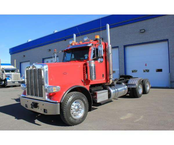 2014 Peterbilt 388 Day Cab 1